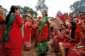 Women-enjoy-Teej-festival-at-Pashupatinath-Temple.jpg